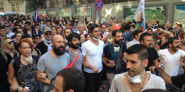 Ünlüler 18 Gündür Süren Gezi Eylemlerinde Neler Yaşadı?