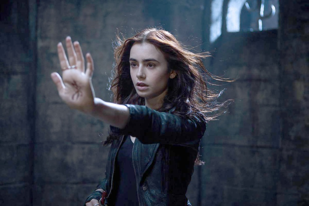 OLUMCUL-OYUNCAKLAR-Kemikler-Sehri-THE-MORTAL-INSTRUMENTS-City-of-Bones-film-movie
