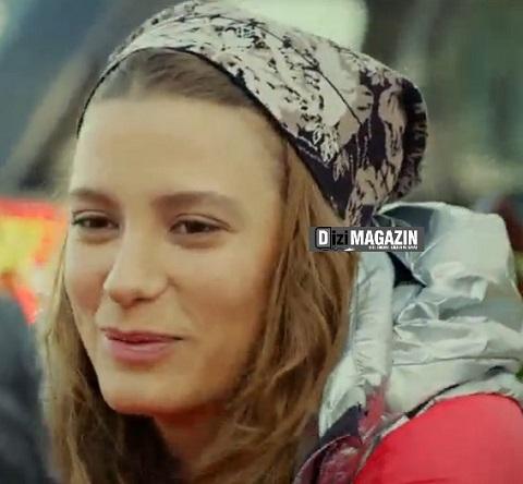 Mira - Medcezir Kıyafetleri -  Bere - BCBG Max Azria